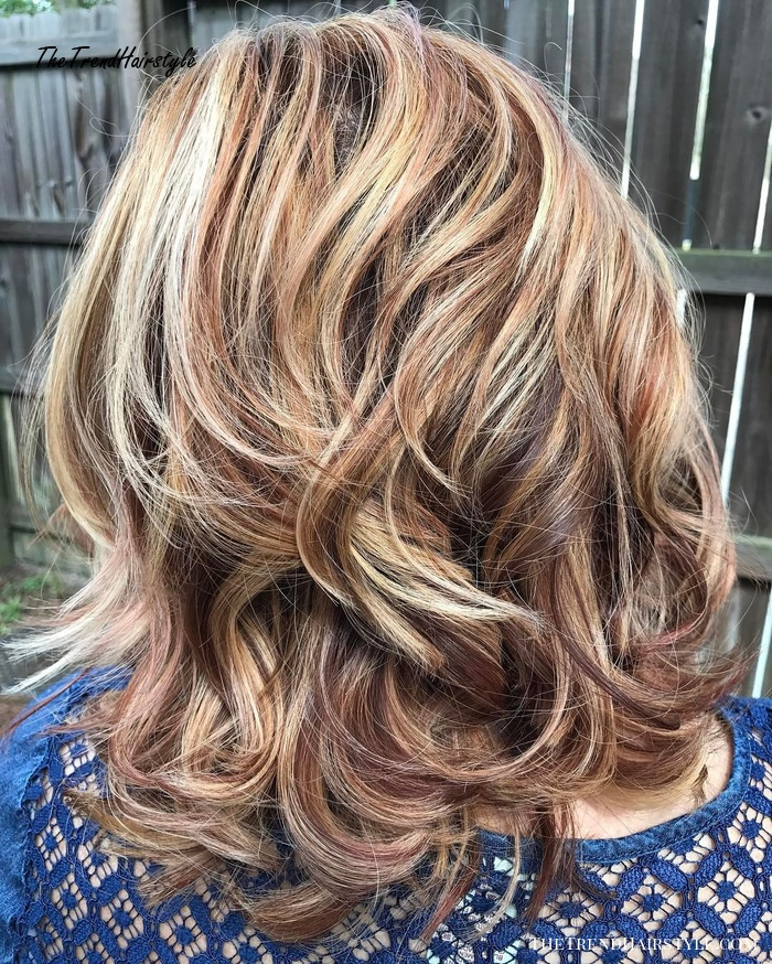 Bronde Highlighted Wavy Hairstyle