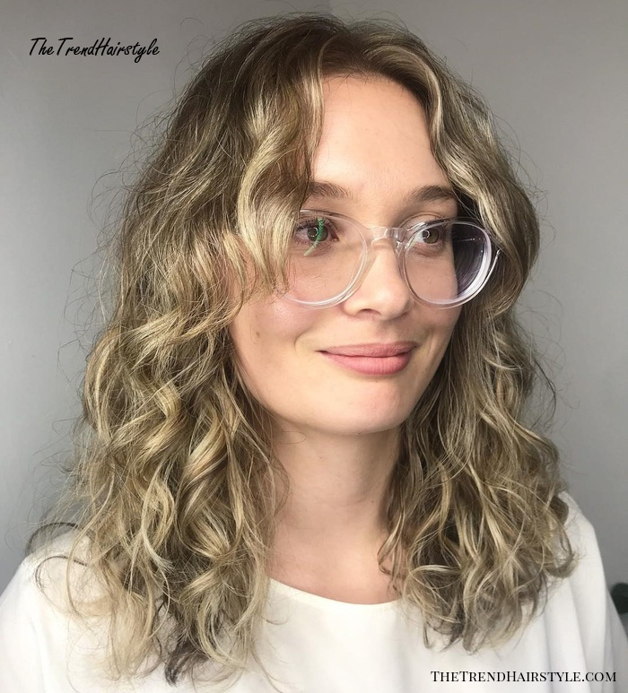 Natural Curls With Curtain Bangs And Highlights 20 Chicest Hairstyles For Thin Curly Hair The Right Hairstyles The Trending Hairstyle