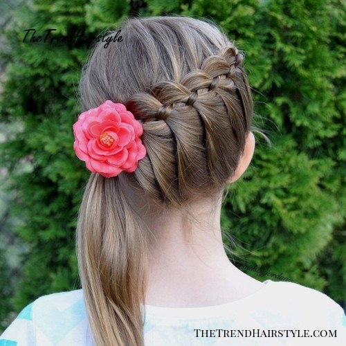 diagonal braid and side pony hairstyle for girls